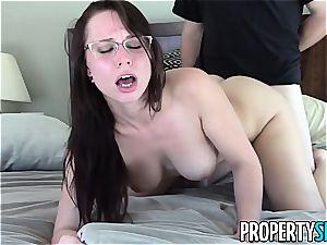 luscious Aidra Fox pummels her naughty client