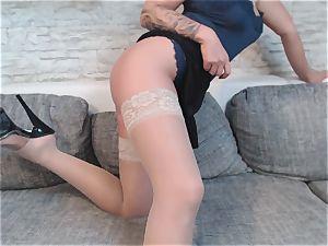 Heißer Striptease im Rock attire