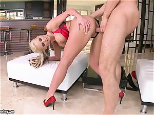 big-boobed Phoenix Marie loves getting her coochie plumbed