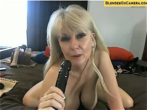 blondie mature goes all insatiable in all fuckholes on webcam