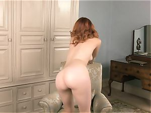 red steaming Amarna Miller takes herself to ejaculation