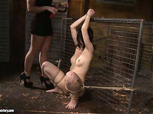 Kathia Nobili love slapping a lusty female
