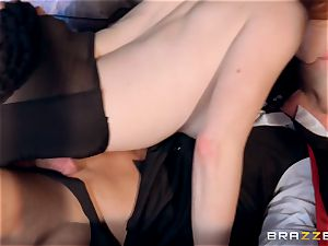 Veronica Vain is fucked by a gorgeous vampire fuck-stick