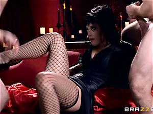 MMF nailing for gothic stunner Katrina Jade