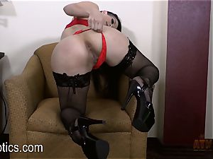 Katrina Jade loves to fumble her sweet puss