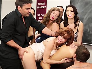 Veronica Avluv shows steaming gals how to dump