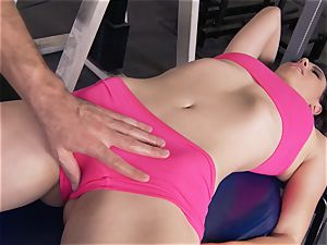 Gym stunner Casey Calvert liking her workout