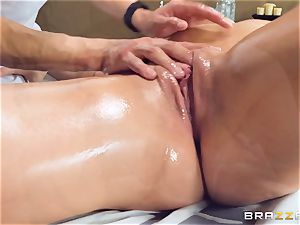 Oily puss rubdown with Skylar Snow