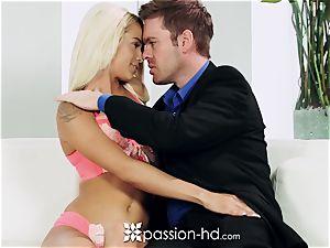 PASSION-HD Mid masturbation plumb with Elsa Jean