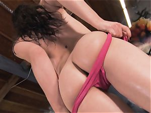 Boxing babe Casey Calvert jerking in the boxing club