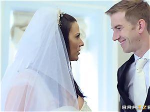 pecker greedy bride Simony Diamond