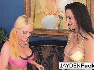 Jayden enjoys to lick Sophie's twat