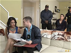 Criminals wife Jessica Jaymes drilled by a red-hot cop