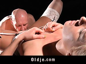 sexy hard-core young bitch boink oldman with enjoy
