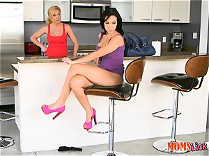 milf plays around with horny nubile with oblivious stepmom - Dylan Daniels, Lolo Punzel and Parker Swayze
