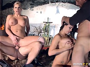 Phoenix Marie and Peta Jensen penetrated by Tommy Gunn