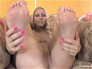foot fetish fun with super-cute platinum-blonde Vanessa box