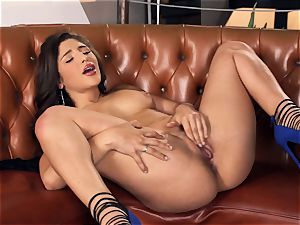 Abella Danger making her fleshy cooch cum
