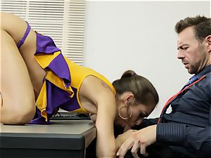 Cheerleader Riley Reid getting her palms on a lecturer