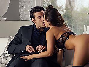 killer Eva Lovia is teaching her boyfriend some manners before the soiree